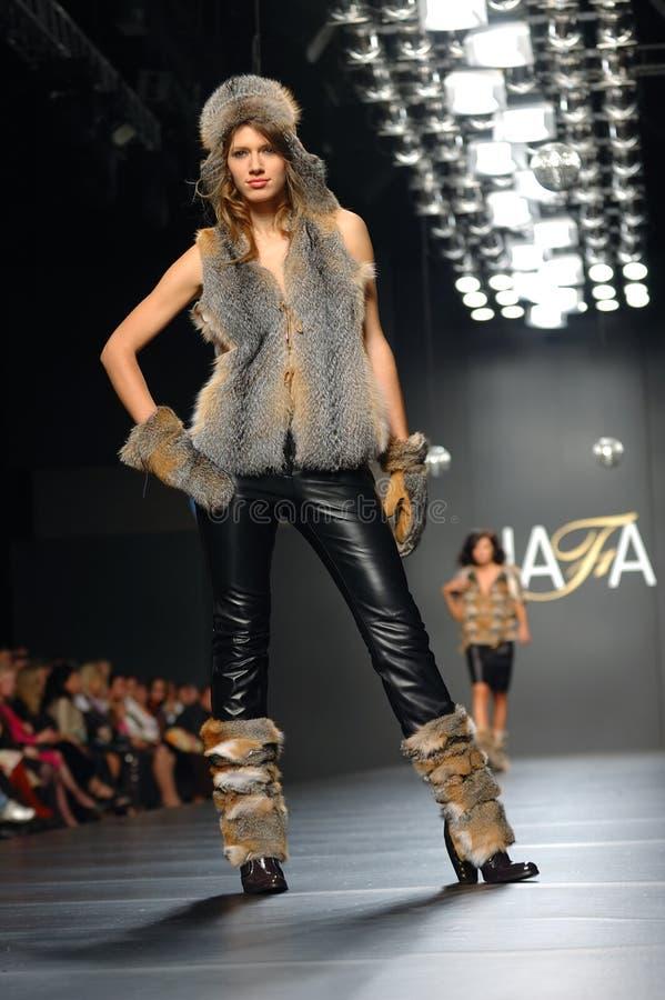 Semaine ukrainienne de mode photographie stock libre de droits