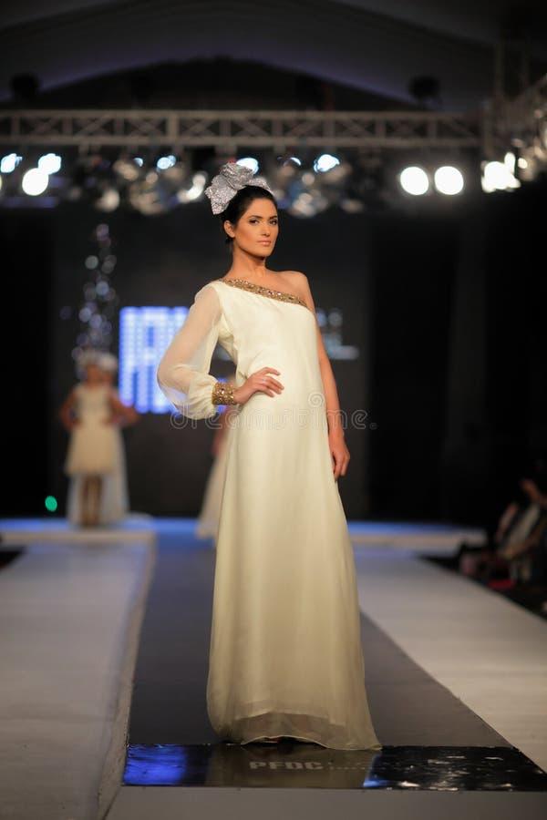 A semana de moda 2012 da queda do Conselho do projeto da forma de Paquistão (PFDC) imagens de stock royalty free