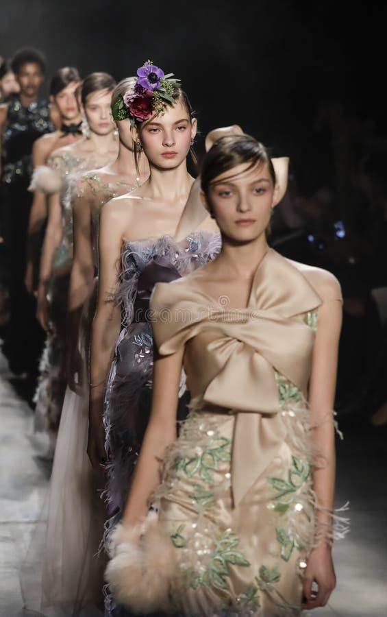 A semana de moda FW 2017 de New York - coleção de Marchesa imagem de stock royalty free