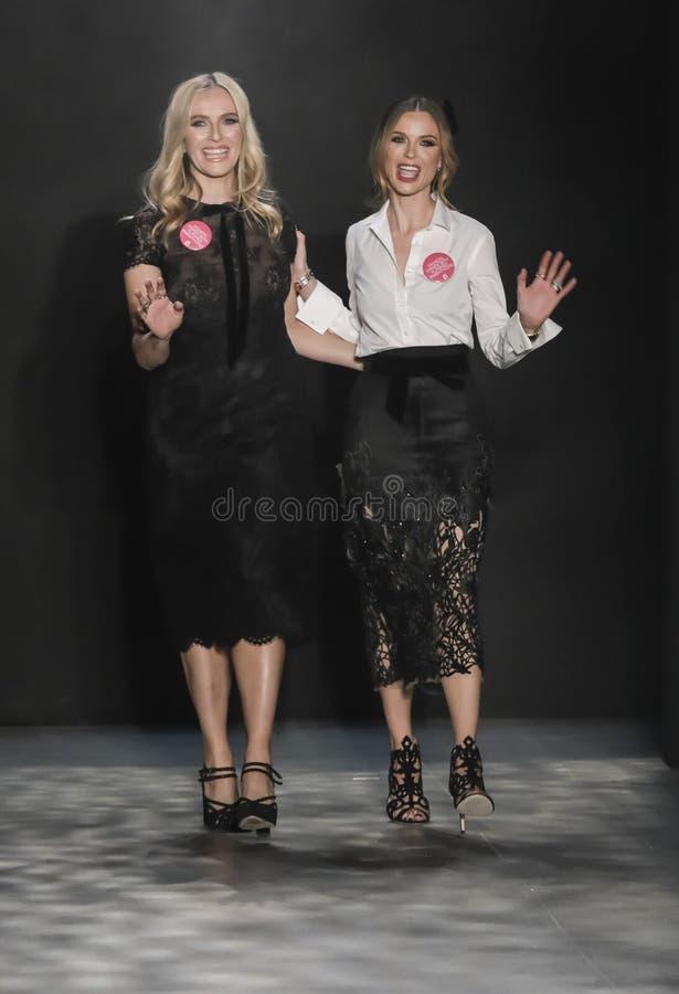 A semana de moda FW 2017 de New York - coleção de Marchesa imagem de stock
