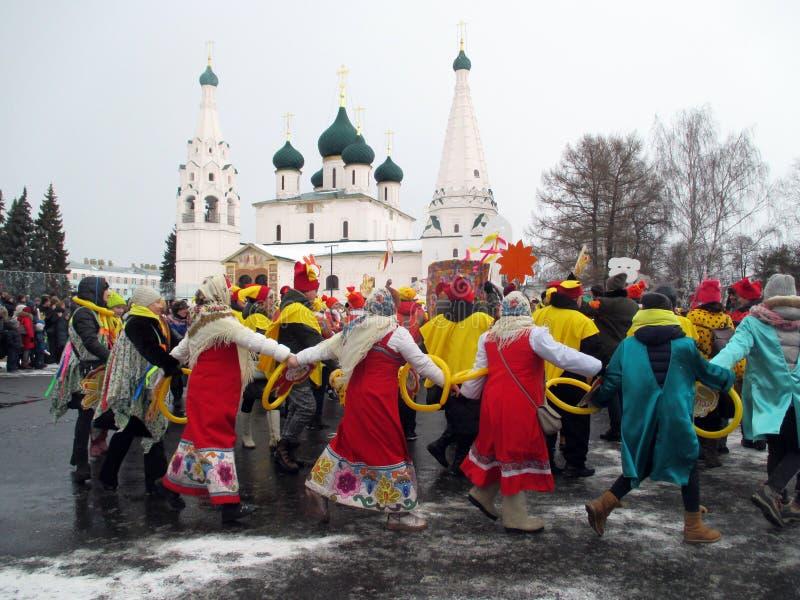 Semana de Puncace em Yaroslavl Dança redonda imagem de stock royalty free