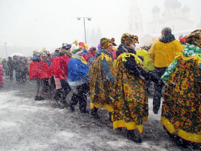 Semana de Puncace em Yaroslavl Dança redonda imagem de stock