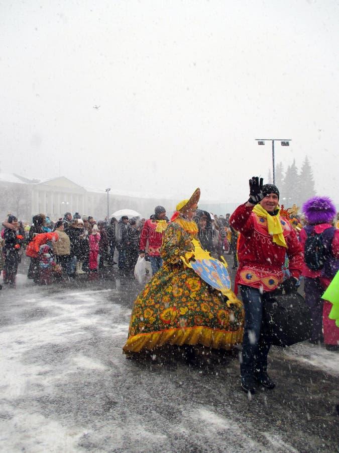 Semana de Puncace em Yaroslavl Dança redonda fotografia de stock