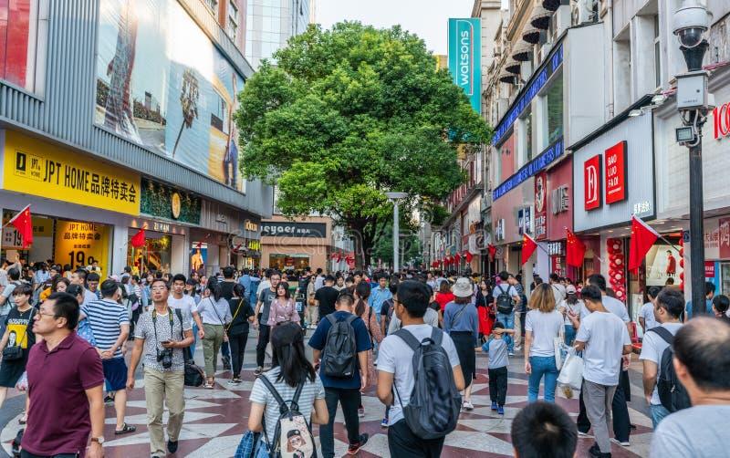 Semana dourada de China - turistas chineses na compra de Jianghan a mais pedest fotos de stock royalty free