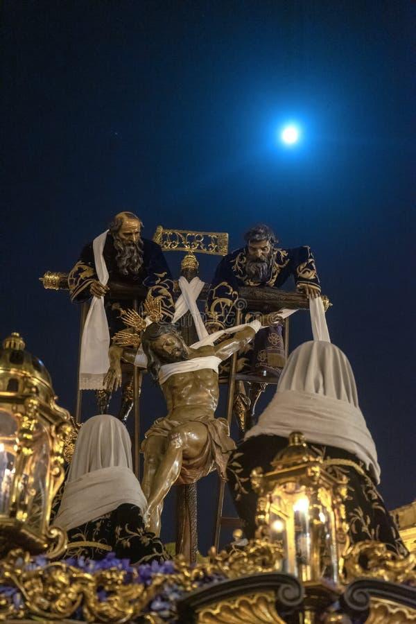 Semana santa en Sevilla, fraternidad de la quinta angustia imagenes de archivo