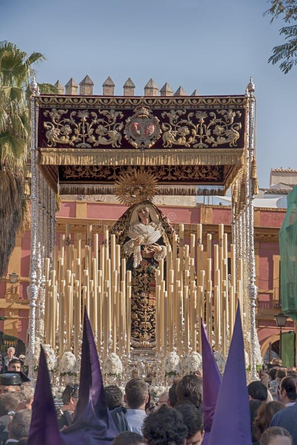 Semana santa en Sevilla, Virgen de la victoria de la fraternidad de las compañías tabacaleras fotografía de archivo