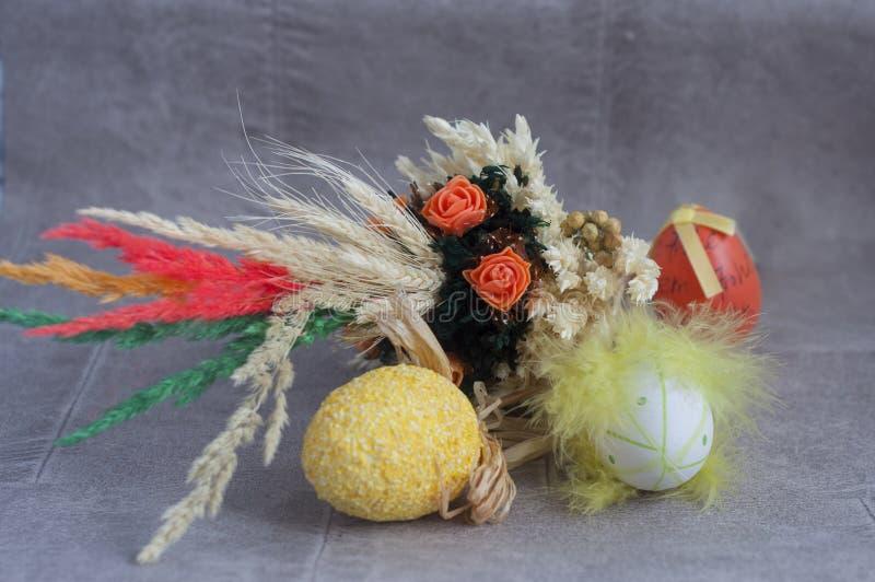Semana Santa Fondo aislado colorido de los huevos de Pascua foto de archivo