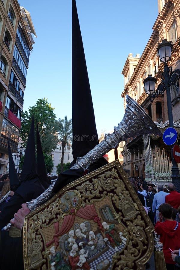 Semana Santa Nazareno avec des reliques de guilde à Séville, Andalousie photos libres de droits