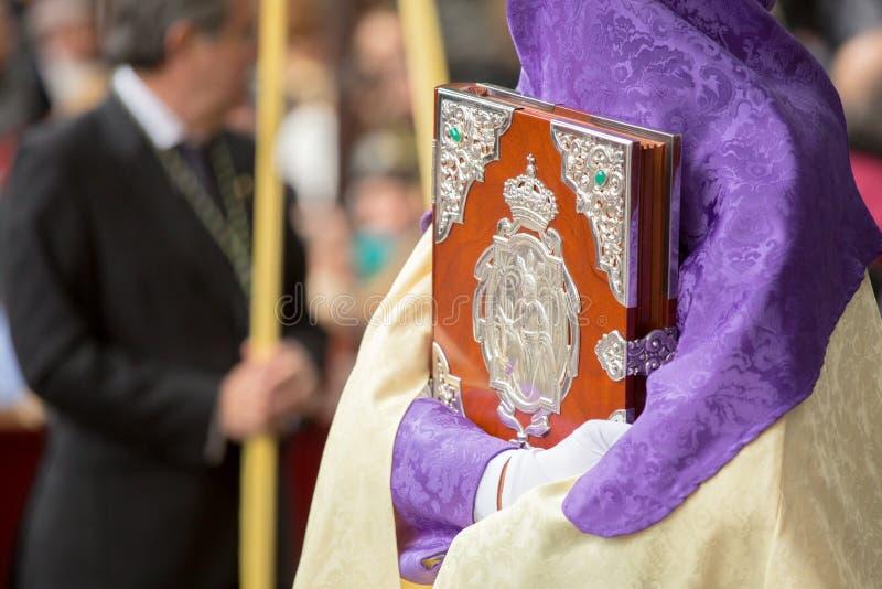 Semana santamente em Malaga, Spain Nazarene com a caixa ornated na palma SU fotos de stock