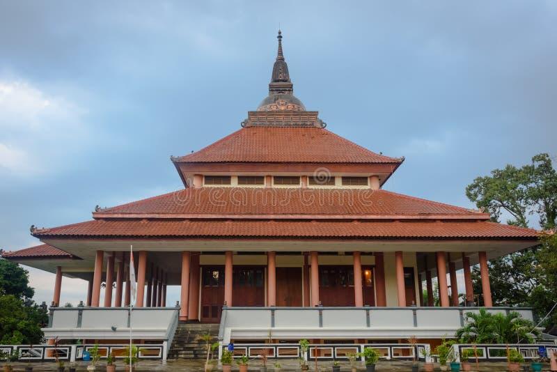 Semarang Indonesien - December 3, 2017: Sikt av pagoden Dhammasala p? Vihara Buddhagaya Watugong Vihara Buddhagaya ?r buddistisk royaltyfri fotografi