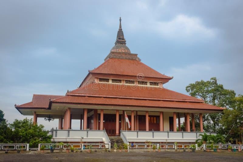 Semarang Indonesien - December 3, 2017: Sikt av pagoden Dhammasala p? Vihara Buddhagaya Watugong Vihara Buddhagaya ?r buddistisk royaltyfri bild