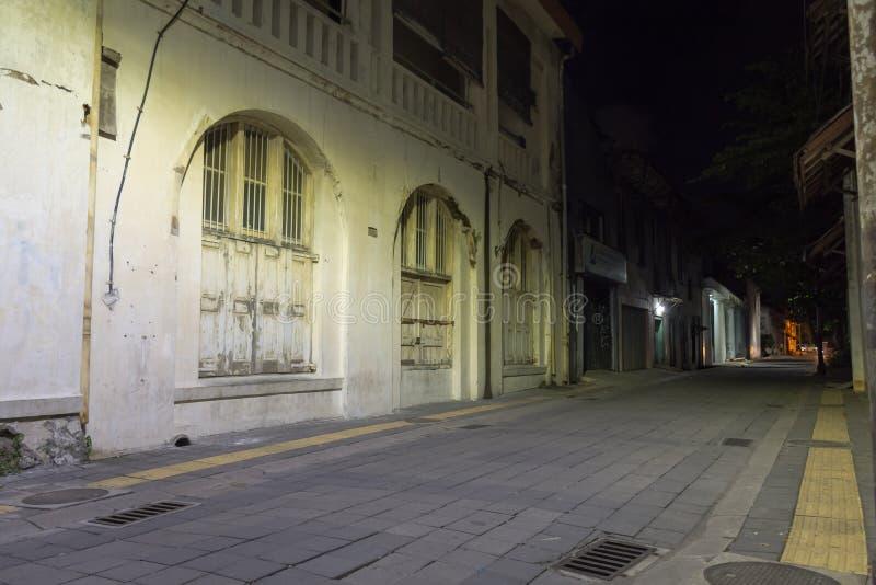 Semarang, Indonesien - 3. Dezember 2017: Eine Straße mit etwas von dem Kulturerben von Altbauten, die wiederhergestellt worden si lizenzfreie stockbilder