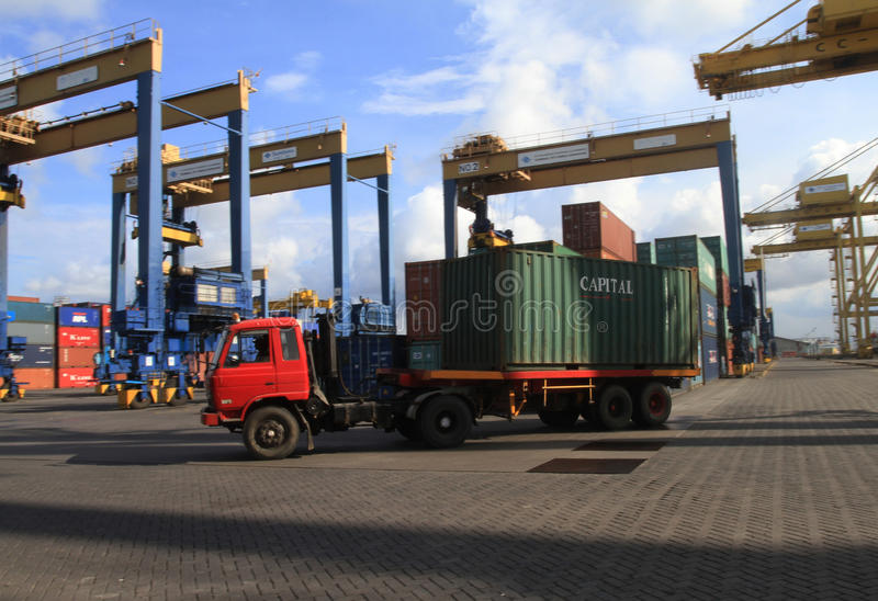 Containerfahrzeug stockbilder