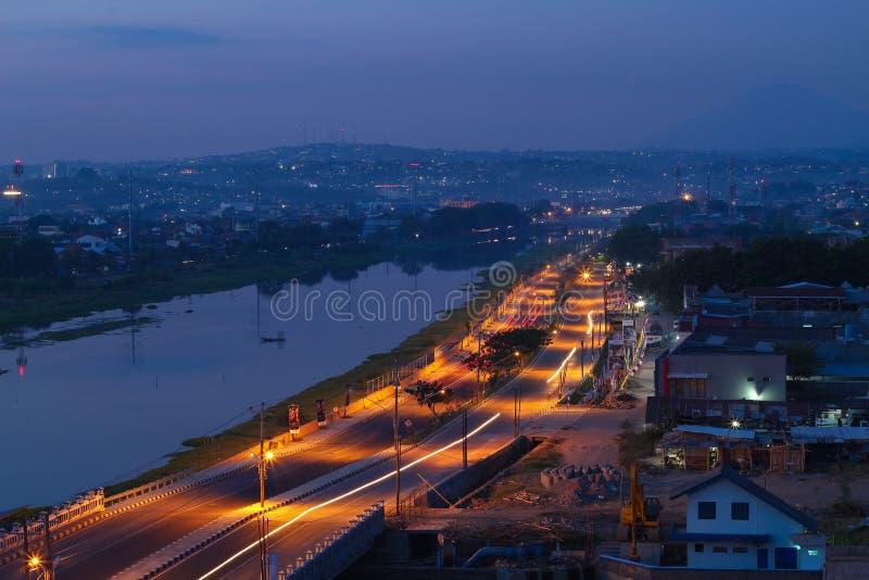 Semarang zwischen Nacht und Tag lizenzfreie stockbilder