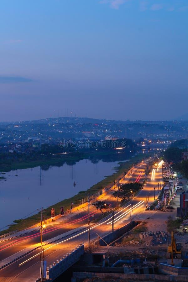 Semarang zwischen Nacht und Tag stockbild