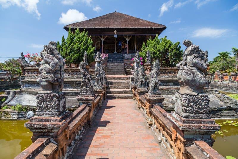 Semarapura, Bali/Indonesië - circa Oktober 2015: Het Paviljoen van Kerthagosa in Klungkung-Paleis, Semarapura stock afbeelding