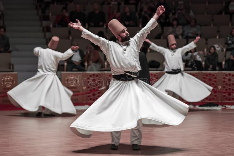 Semazen oder wirbelnde Derwische in der Mevlana-Kultur-Mitte in Konya, die Türkei lizenzfreie stockbilder