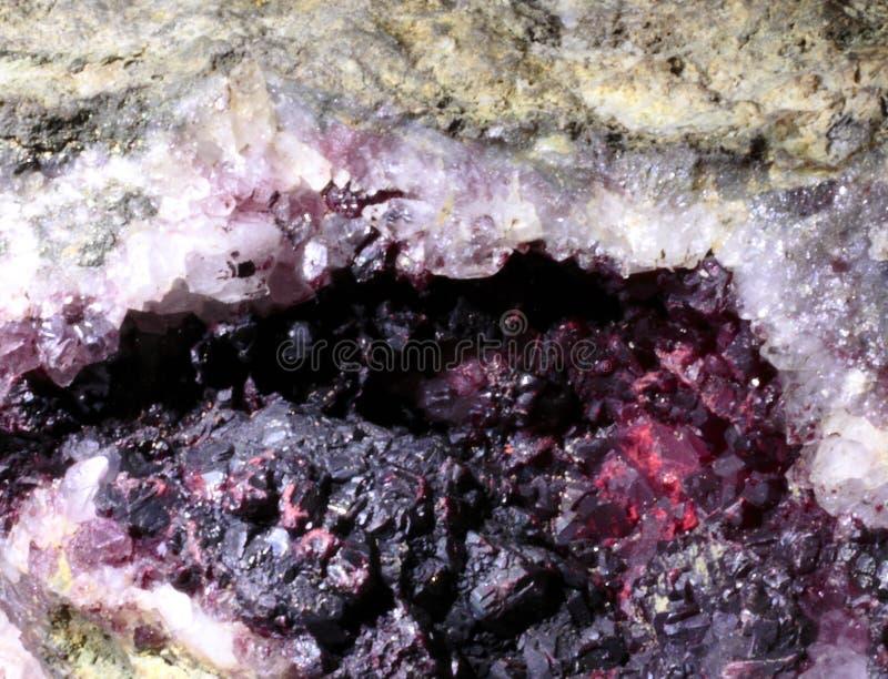 Sembler abstrait minéral de Cinnabarite scintillant photos stock