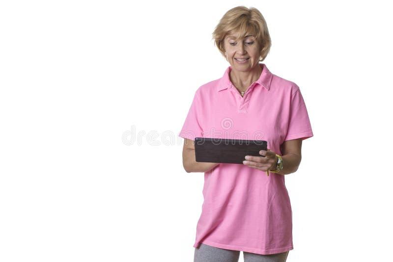 Sembler de femme étonnés à une tablette photos stock