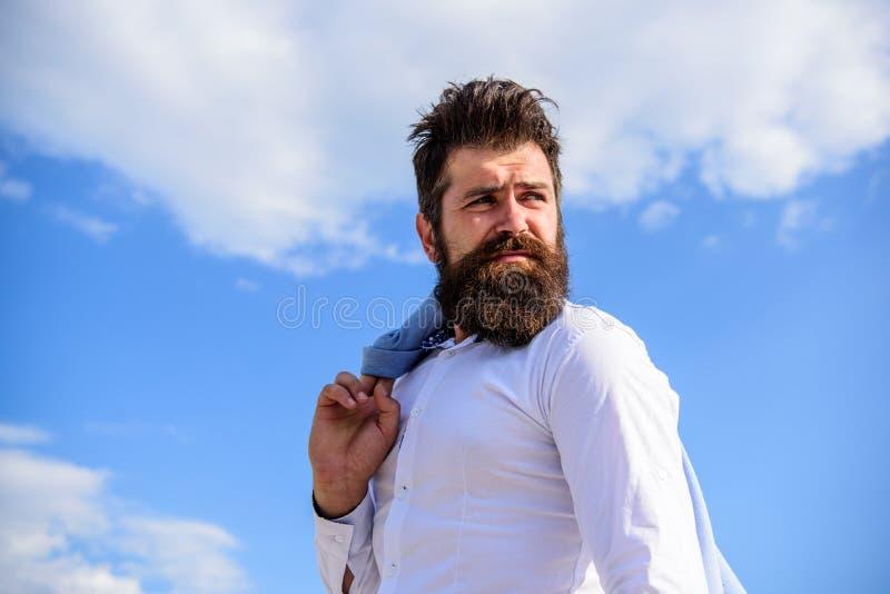 Sembrare dei baffi della barba dei pantaloni a vita bassa imbarazzati frustrati Dell'uomo dei pantaloni a vita bassa barbuti di s immagini stock libere da diritti