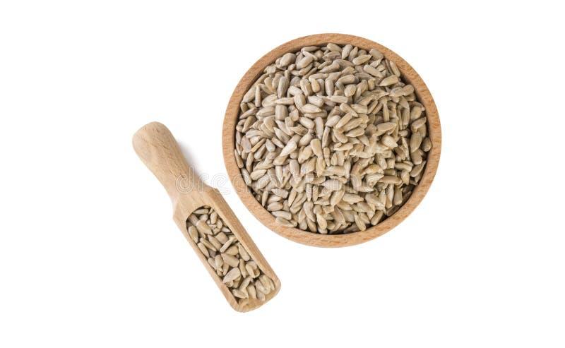 Semente de girassol na bacia de madeira e na colher isoladas no fundo branco nutrition bio Ingrediente de alimento natural Vista  imagem de stock