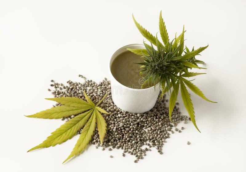 Sementes de cânhamo da flor do cannabis da pomada cura do cannabis fotografia de stock