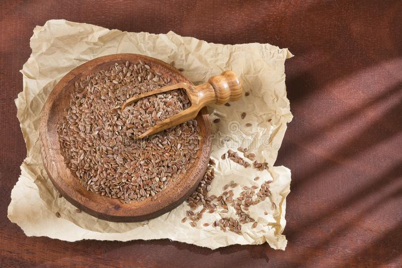 Sementes orgânicas do Flaxseed na colher fotografia de stock