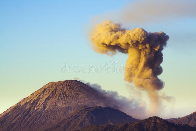 Semeru Vulkan 2 stockfoto