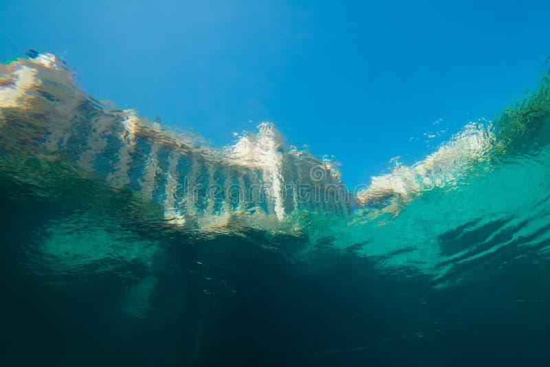 semesterort under siktsvatten fotografering för bildbyråer