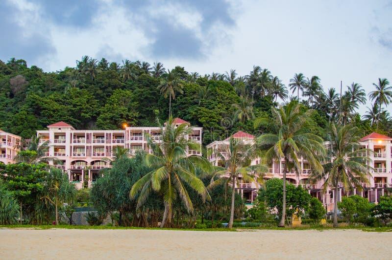 Semesterortbyggnad på stranden på Phuket arkivfoton