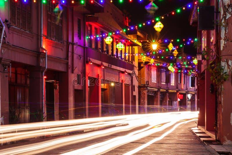 Semestra belysning på gatan av Malacca, Malaysia fotografering för bildbyråer