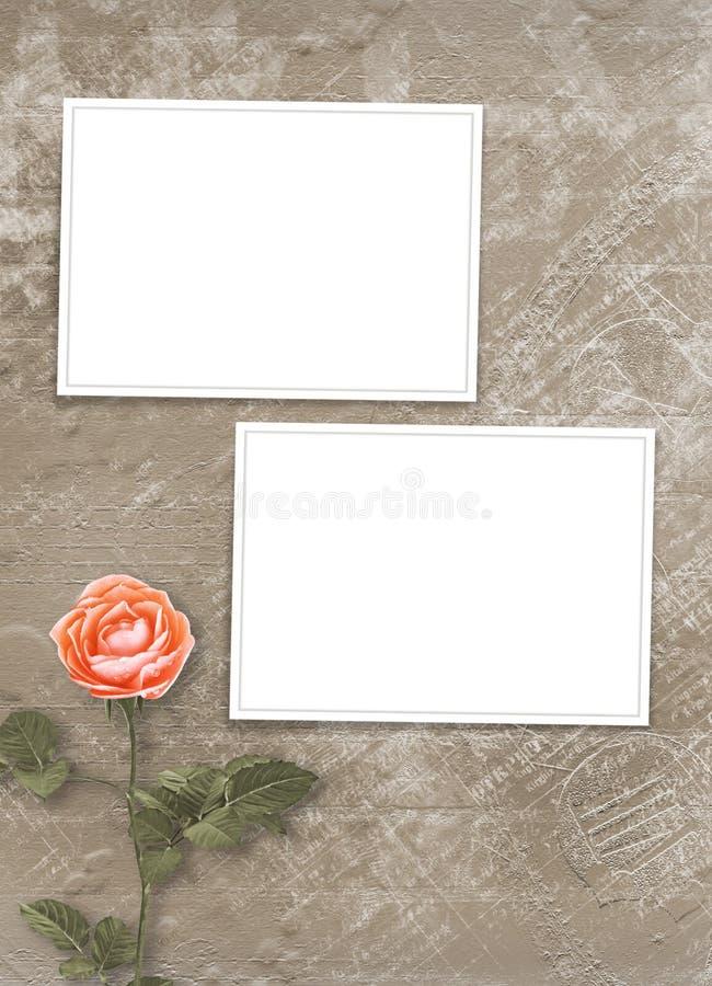 Semestra kortet med p?rlor, ramen och buketten av h?rliga persikarosor p? brun pappers- bakgrund royaltyfria foton