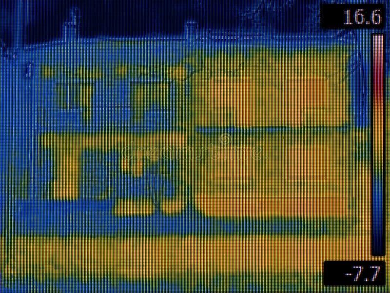 Semi разделенные дома ультракрасные стоковые изображения rf