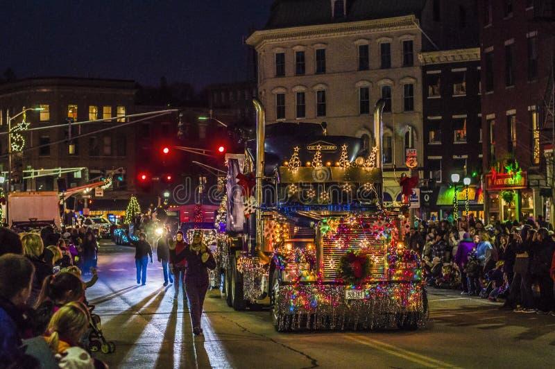 Semi-camión adornado en el desfile del día de fiesta fotos de archivo
