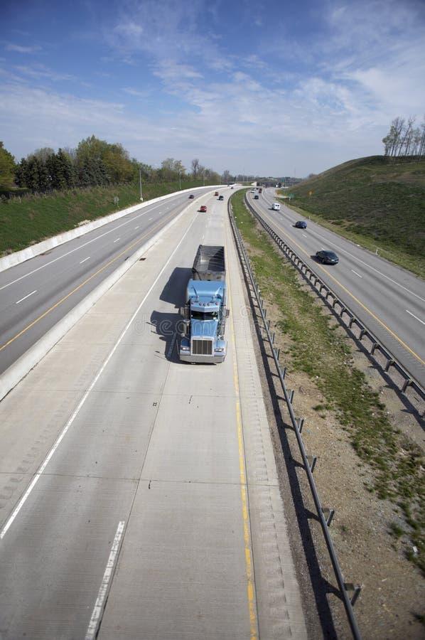 Semi camion à benne basculante image stock