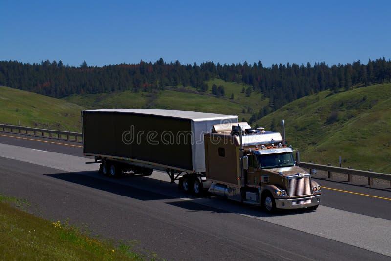 Semi-camion esteso della traversina immagine stock libera da diritti
