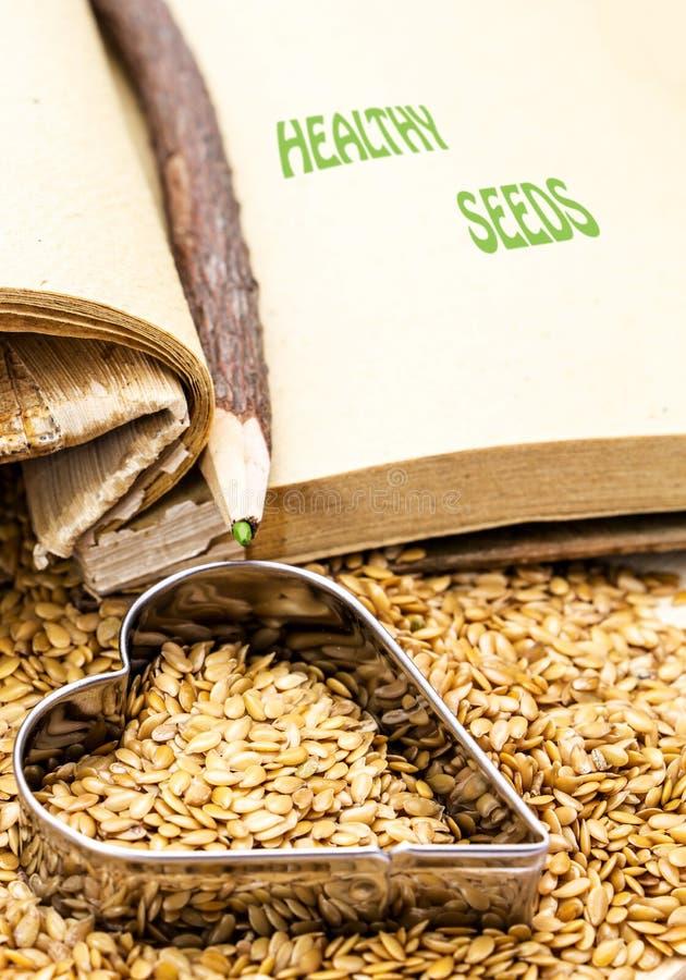 Disegno cucinare i semi di lino photographs : Semi Di Lino Dorati Con Il Libro Di Cucina Ed Il Cuore Fotografia ...