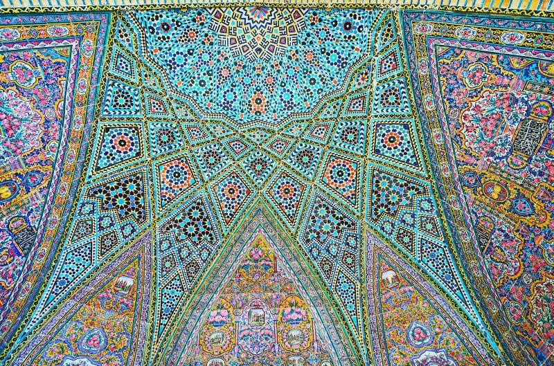Semi-koepel in Nasir Ol-Molk-moskee, Shiraz, Iran stock foto's