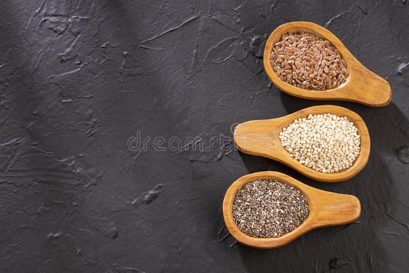 Semi organici della quinoa, seme di lino e Chia - Superfoods fotografia stock libera da diritti