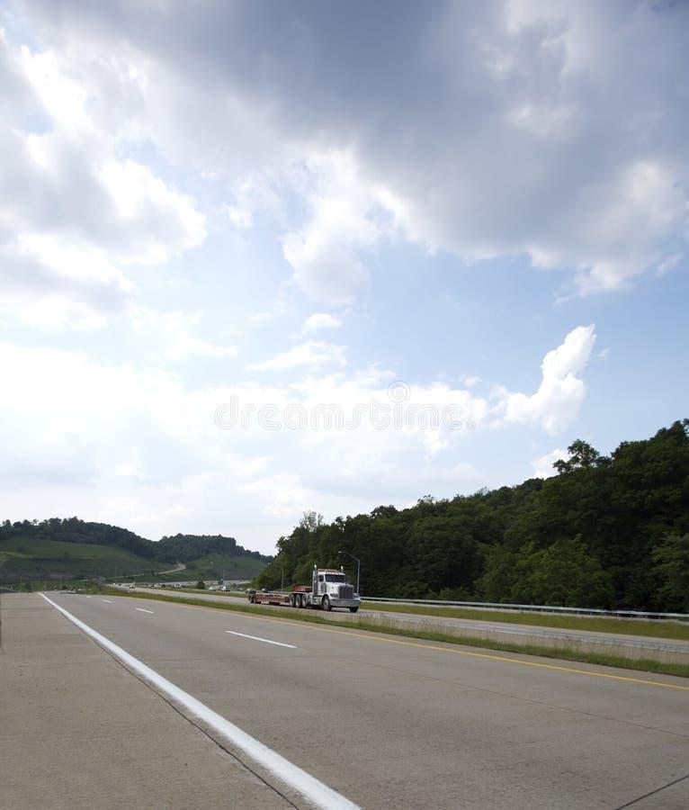 semi przestrzeni ponad kopii ciężarówki obrazy stock