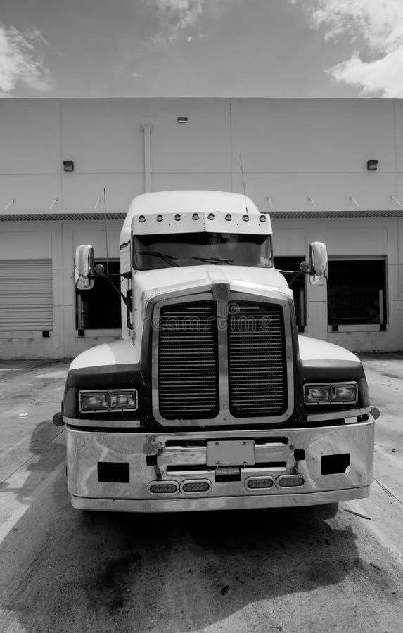 Semi taxi de camion noir et blanc photo stock