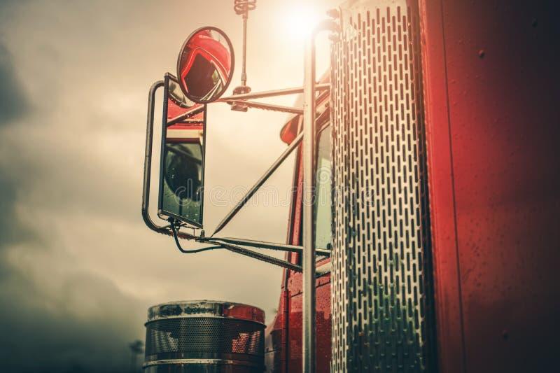 Semi Vrachtwagen Drijfthema stock afbeelding