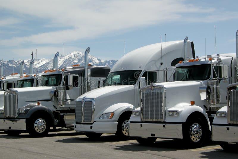 Semi Vrachtwagens royalty-vrije stock foto's