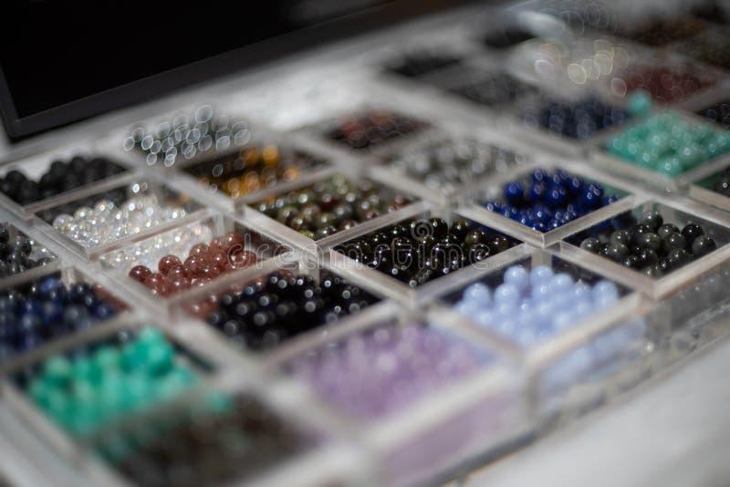 Semigem отбортовывает изолят браслета на белой предпосылке стоковые изображения