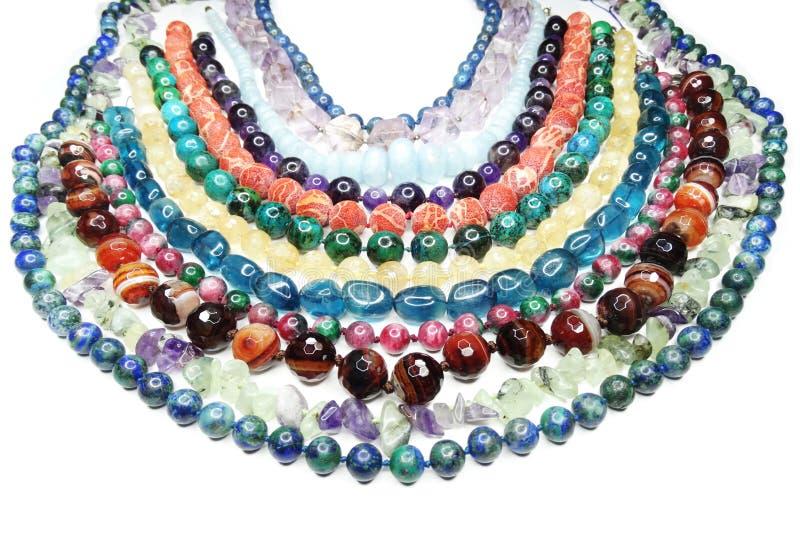 Semigem halsband med ljusa kristallsmycken arkivbild
