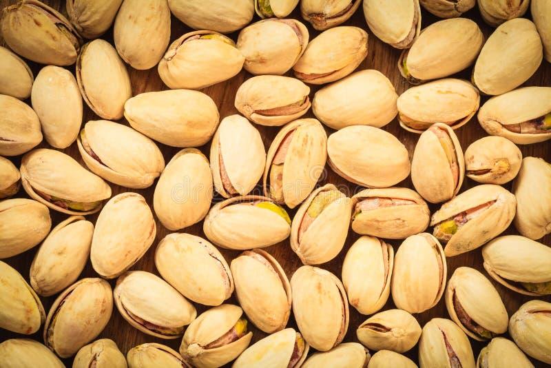 Semilla asada de las nueces de pistacho como fondo foto de archivo