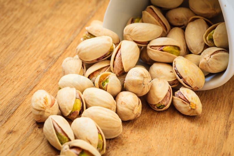Semilla asada de las nueces de pistacho con la cáscara fotos de archivo libres de regalías