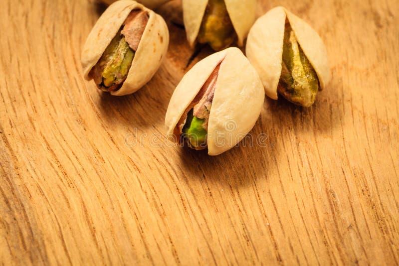 Semilla asada de las nueces de pistacho con la cáscara imagen de archivo