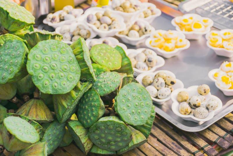 Semillas de Lotus y huevos de codornices fotos de archivo