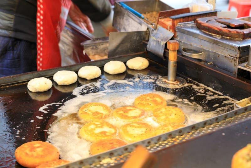 Semina il hotteok - alimento coreano della via fotografia stock